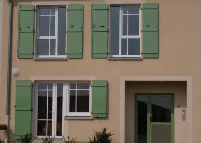 facade volets battants sur barres vert