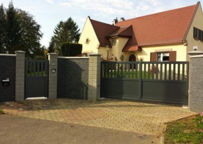 page garde portail aluminium ajoure gris 5