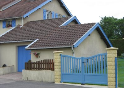 portail aluminium ajoure bleu 1