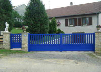 portail aluminium ajoure bleu 2