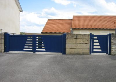 portail aluminium ajoure bleu 5