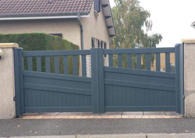 portail aluminium ajoure gris 17