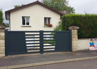 portail aluminium ajoure gris 2