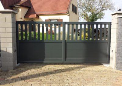 portail aluminium ajoure gris 4