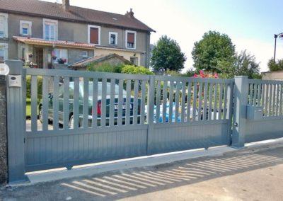portail aluminium ajoure gris 7