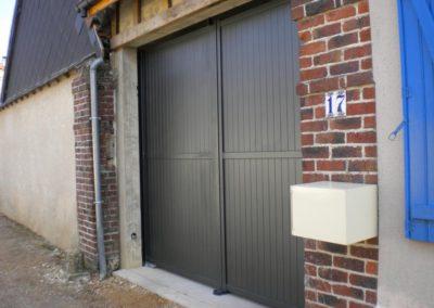 porte de garage battante grise