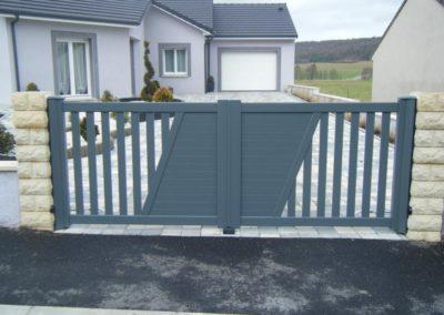 reportage portail aluminium ajoure gris 11