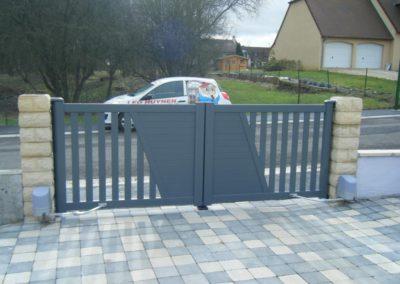 reportage portail aluminium ajoure gris 12