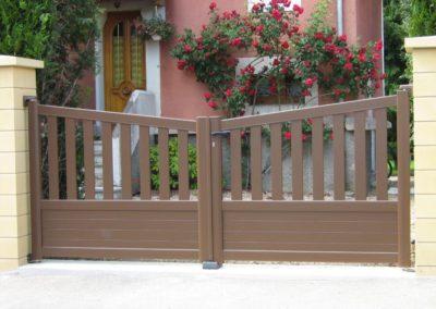 reportage portail et portillon aluminium ajoure brun 3