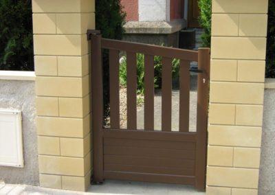 reportage portail et portillon aluminium ajoure brun 4