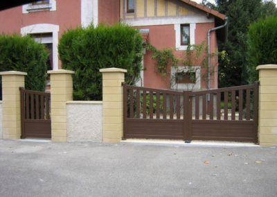reportage portail et portillon aluminium ajoure brun 5