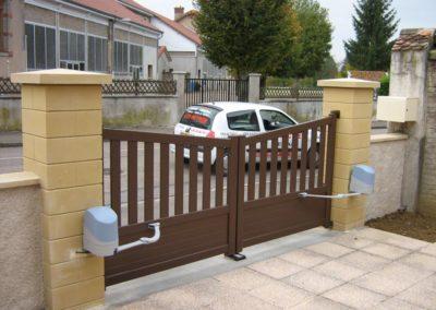reportage portail et portillon aluminium ajoure brun 6