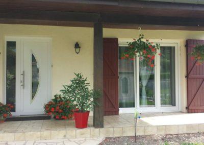 PAGE GARDE façade porte dentrée et porte fenêtre PVC