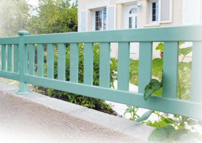clôture à barreaudage vert