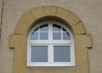 fenêtre PVC croisillons crémone traditionnelle 1