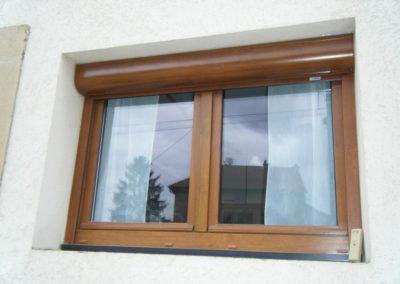 fenêtre PVC décor chêne doré et volet roulant alu