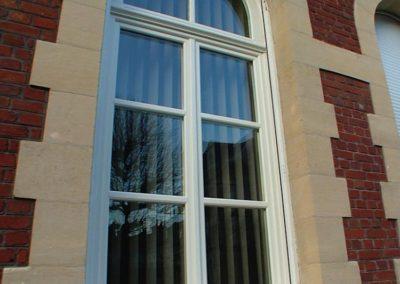 fenêtre PVC plein cintre petits bois blanc