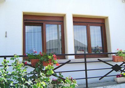 fenêtres PVC et monobloc décor chêne doré