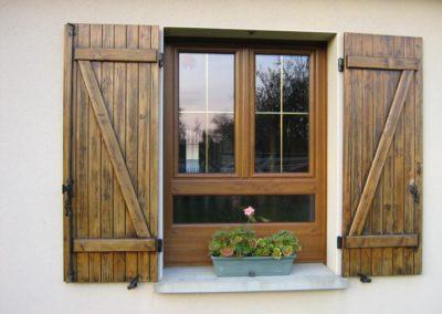 fenêtre PVC décor chêne doré avec allège vitrée