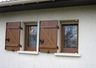 fenetre pvc decor chene dore avec vitrage decor vitrail 1