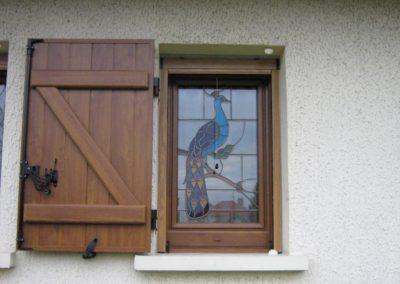 fenetre pvc decor chene dore avec vitrage decor vitrail 4