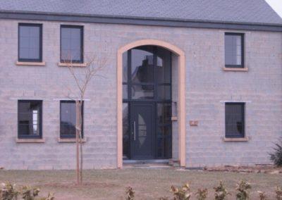maison fenêtres PVC anthracite