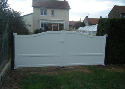 portail aluminium plein blanc 1