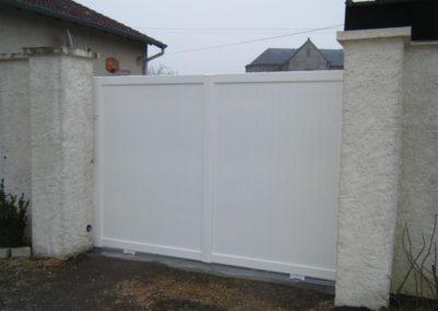 portail aluminium plein blanc 2