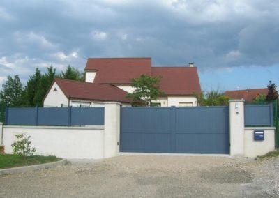 portail aluminium plein bleu 2