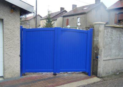 portail aluminium plein bleu 4