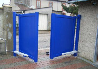 portail aluminium plein bleu 5