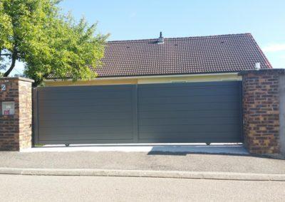 portail aluminium plein gris 1