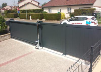 portail aluminium plein gris 2