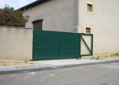 portail aluminium plein vert 2