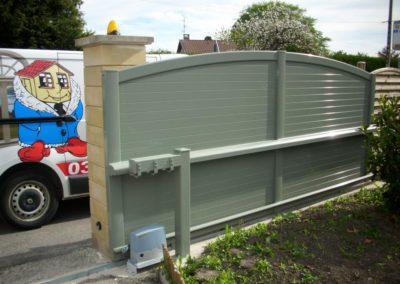 portail aluminium plein vert 3