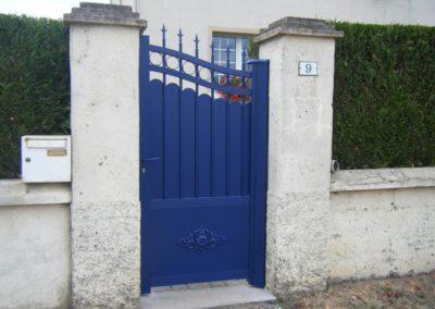 portail aluminium tradition bleu 1