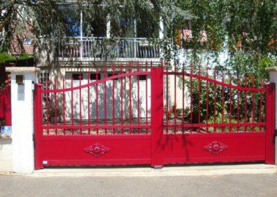 portail aluminium tradition rouge 1