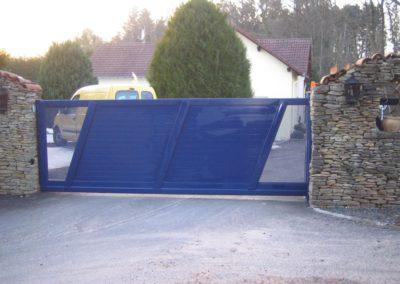 portail coulissant aluminium bleu 1