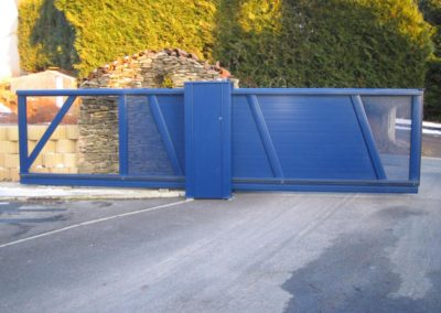 portail coulissant aluminium bleu 2