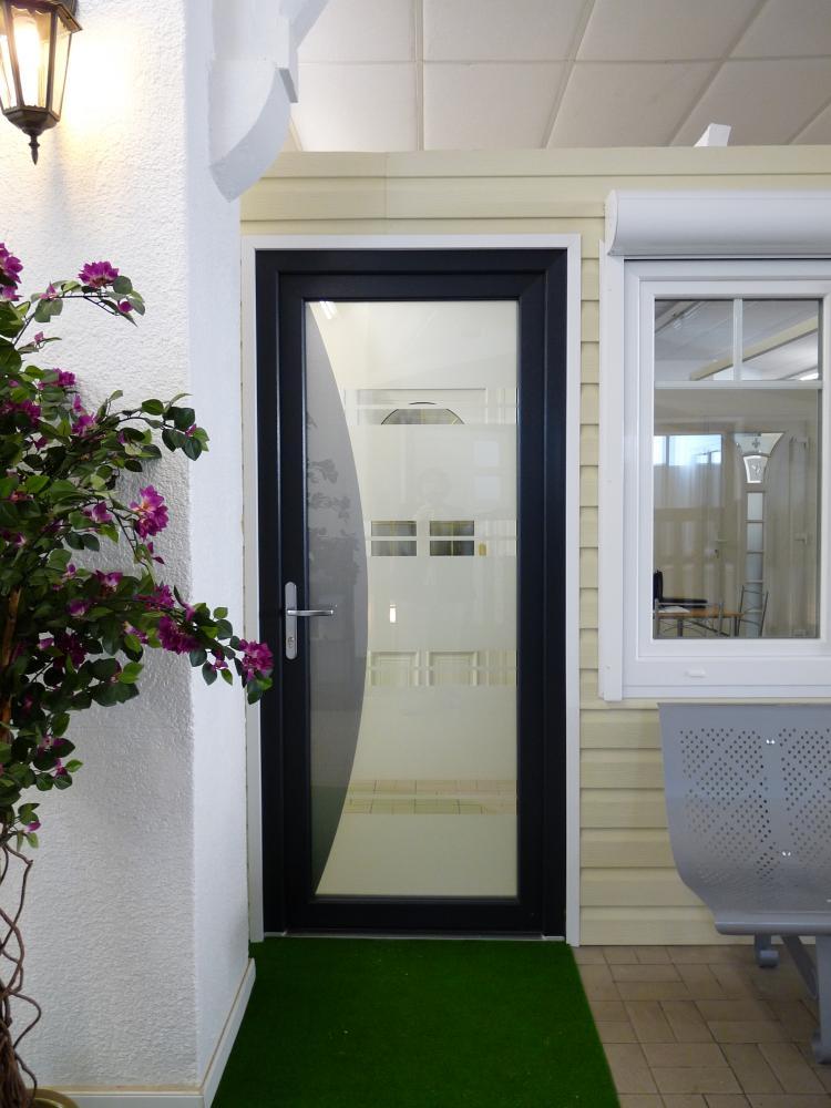 portes d 39 entr e pvc et verre leo huynen l 39 esprit d 39 ouverture. Black Bedroom Furniture Sets. Home Design Ideas