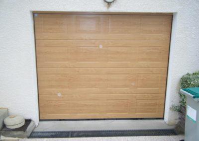 porte de garage sectionnelle décor chêne clair