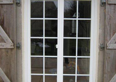 porte fenêtre PVC croisillons blanc monobloc