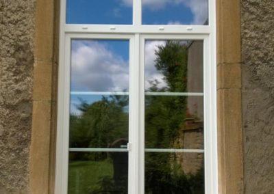 porte fenêtre PVC petit bois et imposte cintrée