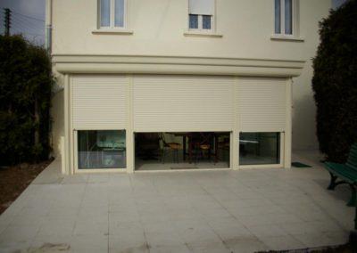 quatuor veranda aluminium ivoire volets roulants integres 2
